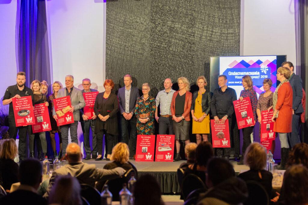 Ondernemersgala Weststellingwerf 2019 Jan Smink op podium in Wolvega